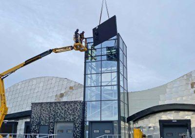 installation écran géant sur bâtiment